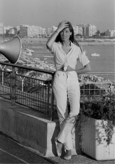 Summery Monochrome Whites — The Flair Index French Riviera Style, French Girl Style, French Girls, 70s Fashion, Girl Fashion, Vintage Fashion, Fashion Outfits, Francoise Hardy, Jane Birkin