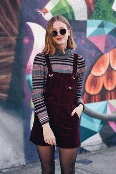 suéter listrado, jardineira de veludo vinho