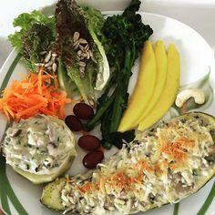 Almoço saudável do dia... @rafaspmedina voltou pra casa (de novo) esse mês de viagens no trabalho está complicado  e mamãe voltando pra casa dela  já estou com saudades!  #lowcarb #abobrinhagratinada #comidadeverdade #qualidadedevida #saude #comidasaudavel #behealthy #eatclean #semconservantes by mariliaaflores
