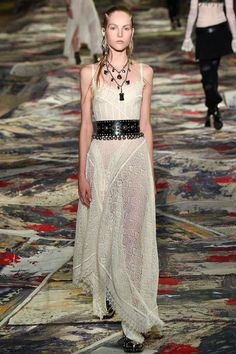 Ladies of the Knit: Alexander McQueen Spring 2017 | Hint Fashion Magazine