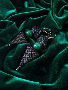 Kolczyki z koralików Toho, z jadeitem. Rękodzieło! Beadwork, Brooch, Jewelry, Fashion, Moda, Jewlery, Jewerly, Fashion Styles, Pearl Embroidery