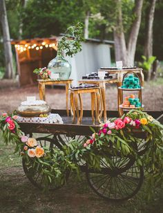 We have gathered 24 beautiful wedding dessert table ideas to inspire you. From Boho Chic and Vintage to Modern wedding themes. Dessert Bars, Dessert Bar Wedding, Wedding Desserts, Dessert Tables, Dog Wedding, Rustic Wedding, Wedding Day, Green Wedding, Wedding Shoes