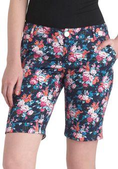 Quite Apro posy Shorts by Mod Cloth Modest Shorts, Long Shorts, Casual Shorts, Denim Shorts, Floral Shorts, Patterned Shorts, Spring Shorts, New Arrival Dress, Vintage Shorts