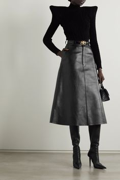 Midi Skirt Outfit, Cute Skirt Outfits, Leather A Line Skirt, Black Leather Skirts, Balenciaga Clothing, Couture, Rock, Ideias Fashion, Androgynous