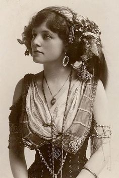 Romany Gypsy girl... She's a beauty!  And look at that waist.