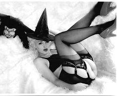 Marilyn Monroe ;