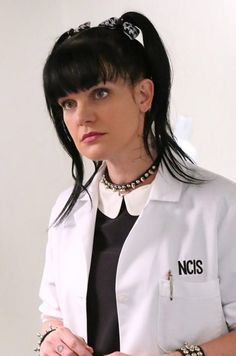 Pauley Perrette has left a cryptic message that makes it seem as if she faces horrific bullying on the set of NCIS. Celebrity Kids, Celebrity Crush, Ncis Abby Sciuto, Pauley Perette, Michael Weatherly, Star Wars, Beautiful Wife, Celebs, Celebrities
