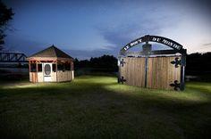 Les portes du bout du monde, à La Reine. Photo : Hugo Lacroix Wander, Shed, Outdoor Structures, Queen, Birth, Puertas, Places, Landscape, Barns