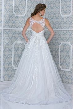 2014 Scoop A Line Open Back Wedding Dress Tulle With Applique Beaded Court Train