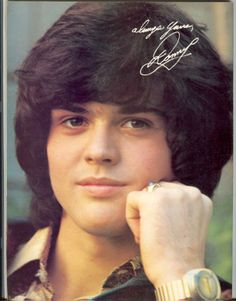 "Vai'xyy Donny Osmond Singer Donald Clark ""Donny"" Osmond is an American singer, musician, actor, dancer, radio personality, and former teen idol. Osmond has also been a talk and game show host, record producer and author. Wikipedia"
