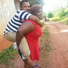 #Nollywood: Funny photo of Eniola Badmus carrying Walter Anga on her back, while shooting a movie on location in #Asaba, Delta State. See more: http://www.nollywoodsocial.com/photo/308 #Funny #NigerianMovie #Africans