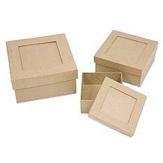 Passepartout-Schachtel-Set, quadratisch, mit Deckel, Inhalt: 3 Stück in den Größen 14 x 14 x 6,5 cm, 11,5 x 11,5 x 5,5 cm und 9,5 x 9,5 x 4 cm.Mit praktischem Passepartout zum Einstecken eines Fotos oder zum Beschriften. Zum individuellen Gestalten von Geschenkverpackungen. Die Pappoberfläche bietet viel Platz zum freien Gestalten und Verzieren nach Herzenslust, z.B. mit Serviettentechnik, Décopatch, Decoupage oder einfach zum Anmalen.