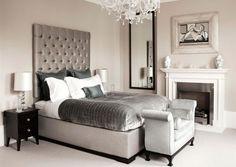 Laat je inspireren door een klassiek familiehuis. In dit interieur staan veel tijdloze meubels; klassieke stukken met een hedendaags tintje. De woning is licht van kleur, maar door de rijke details is het een chic geheel.