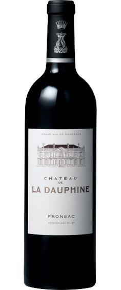 Château de la Dauphine 2010 - Fronsac - 14/20 : Souple et charmant, très équilibré, digeste et élégan  En savoir plus : http://avis-vin.lefigaro.fr/vins-champagne/bordeaux/rive-droite/fronsac/d20463-chateau-de-la-dauphine/v20772-chateau-de-la-dauphine/vin-rouge/2010#ixzz3Oh2JGUJy