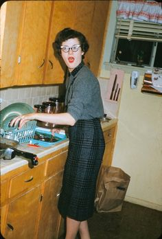 """""""I found this image in a box of slides I purchased at a thrift store. All I know about it is that the slide mount says """"Dinah - Kitchen"""". I don't have a date or a location but it's a wonderful slice of mid-century Americana."""" Childhood Memories, Vintage Pictures, Old Pictures, Old Photos, 1950s Kitchen, Vintage Kitchen, Open Kitchen, Vintage Ladies, Retro Vintage"""
