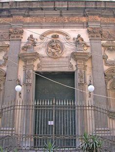 Napoli Santa Maria Anime Purgatorio Portale