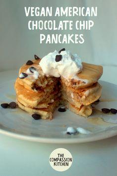 American Chocolate Chip Pancakes - It's (Vegan) Breakfast Time - Vegan Pancake Recipes, Vegan Dessert Recipes, Vegan Recipes Easy, Vegan Pancakes, American Chocolate, Quick Easy Vegan, Chocolate Chip Pancakes, Tofu Scramble, Vegan Baking