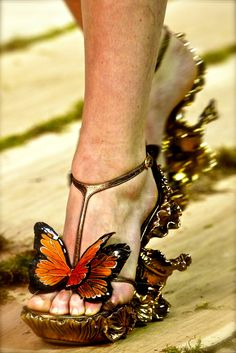 Alexander McQueen, model, runway, couture, haute couture, fashion, high fashion, fashion week, Paris Fashion Week, PFW, shoes, high heels, wedges, gold, butterfly, wings, antique, vintage, details, embroidery, Spring 2011,