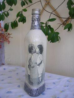 Κλασσικό μπουκάλι ντεκουπάζ. Classic decoupage bottle.
