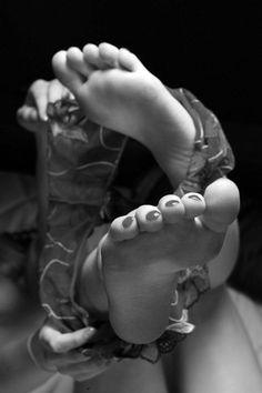 deviner la légèreté du moment désiré, à travers un pied qu'on veut prendre ; de la lingerie légère comment le vent, retirée par une forte bourasque