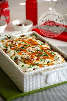 Eggplant kebab with yogurt - Eat Recipes Iftar, Meat Recipes, Snack Recipes, Cooking Recipes, Yummy Food, Tasty, Homemade Desserts, Turkish Recipes, C'est Bon