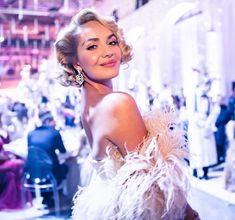 👗Róba @zuzanakubickova ✨Kouzelné šperky 💍@gismondi1754_prague @gismondi1754 💄Make up & hair by @ivanatoky 👛 Clutch @jimmychoo @luxurybagsprague Jimmy Choo, Hair Makeup, Flower Girl Dresses, Make Up, Gowns, Stars, Wedding Dresses, Events, Outfits