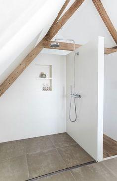 Ein Badezimmer unter Abhang oder Dachboden in 52 F. - A bathroom under the hillside or attic in 52 feet - . Attic Master Bedroom, Attic Bathroom, Attic Rooms, Bathroom Interior, Attic Spaces, Shower Bathroom, Modern White Bathroom, Simple Bathroom, Bathroom Ideas