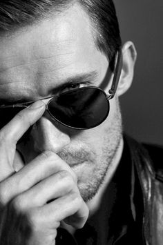 Great aviators in a black/white photo.  A great aviator guide by Art of Manliness: https://www.youtube.com/watch?v=JCwmfm7eiNY  Model: Andrew Cooper.