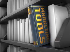 Jürgen Höllers geheime Marketing Tools Black Bookshelf, Make Up Your Mind, Thomas Jefferson, Marketing Tools, Economics, Affiliate Marketing, Einstein, Investing, Public