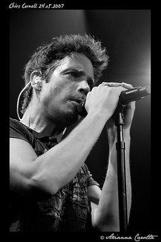 Chris Cornell (ex Soundgarden, Audioslave) fotografato durante il concerto di Milano. Foto di Arianna Carotta per www.rockon.it