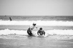 Nuestro alumno va a por todas!!!!! y nuestro #instructor @monchilasanta haciendo que sea posible  #surfcamplanzarote  @lasantaprocenter  Esta increíble foto nos la envía @crisdiazfoto gracias por esas #fotos que aún quedan muchas por publicar !!! #photooftheday #surfcoach #monchi #lasantasurfprocenter #fotografia #surfcamplanzarote #surfschool #surflessons #surfcourse #like4like #likeforlike #summertime #surfcamp #surfcanarias #lanzarotesurf #famara #surfenfamara #surfexperience #surfsession…