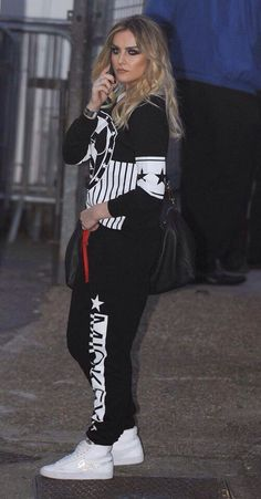 Perrie in a tracksuit! Perrie Edwards 2016, Perrie Edwards Style, Little Mix Perrie Edwards, High Fashion Outfits, Tomboy Fashion, Girl Fashion, Tomboy Style, Litte Mix, Types Of Fashion Styles