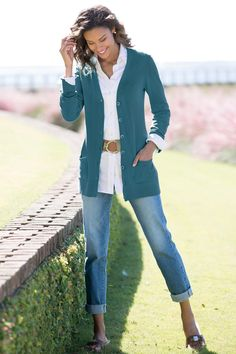 The Long Length Boyfriend Cardigan: Very nice color, awesome length. Over 60 Fashion, Over 50 Womens Fashion, Fashion Over 50, Classic Outfits, Casual Outfits, Fashion Outfits, Fashion Trends, Women's Fashion, Classic Clothes