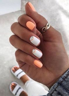 Want some ideas for wedding nail polish designs? This article is a collection of our favorite nail polish designs for your special day. Summer Acrylic Nails, Cute Acrylic Nails, Cute Nails, White Summer Nails, Solid Color Nails, Nail Colors, Pastel Color Nails, Manicure Colors, Nail Manicure