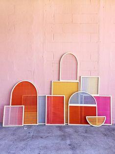 This DIY Wall Art Idea Is Made of Just Wood and Colorful Yarn Artist Hayley Sheldon gives us the step-by-step on her colorful DIY wall art display. Diy Wand, Diy Inspiration, Diy Décoration, Woven Wall Hanging, Pink Walls, Diy Wall Art, Yarn Wall Art, Wall Art Crafts, Cool Wall Art