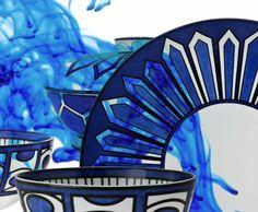 Hermès | Bleus d'Ailleurs | Par la grâce d'un bleu nomade, réunir à sa table le quotidien et l'imaginaire du voyage. Une histoire de « bleu-et-blanc », faite d'allers et retours sans fin entre Europe et Orient.