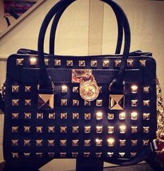 Best mk bags with your gifts ,just . all-discounts mk handbags,mk bags. Outlet Michael Kors, Cheap Michael Kors, Michael Kors Hamilton, Mk Handbags, Handbags Michael Kors, Michael Kors Bag, Fashion Handbags, Straw Handbags, Replica Handbags