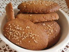 Cinnamon biscuits (dairy & egg free) for lent-Μπισκότα κανέλας νηστίσιμα Greek Sweets, Greek Desserts, Greek Recipes, Sweets Recipes, Brownie Recipes, Cookie Recipes, Cypriot Food, Greek Cookies, Cinnamon Cookies