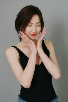 Kpop Girl Groups, Korean Girl Groups, Kpop Girls, Pretty Asian, Beautiful Asian Girls, Beautiful Celebrities, Beautiful Actresses, Asian Celebrities, Cosmic Girls
