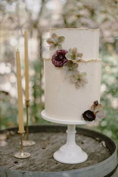 13 Wedding Cake Trends for 2020: specked paper texture cake by Cake Life Everyday    XENIA MOTIF Creative Studio, London Destination weddings in the UK, Spain, France, Italy and beyond   