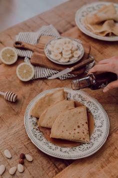 Ma recette de crêpes légères sans beurre et sans sucre au lait d'amande — Mode and The City Brunch, C'est Bon, A Table, Sweet Tooth, Tasty, Bread, Desserts, Drinks, Kitchen