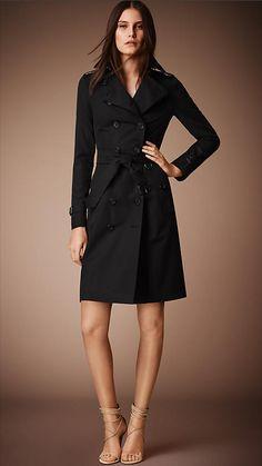 Burberry - The Sandringham - Um design em corte slim, com alfaiataria e cintura justas ao corpo - Longo - Preto