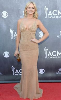 Miranda Lambert Rocks Sexy Nude Dress at 2014 ACM Awards - - Miranda Lambert looks better than ever in a nude, Swarovski crystal-adorned Randi Rahm gown! Source by eentertainment Miranda Lambert Photos, Nude Gown, Gold Gown, Country Music Awards, Country Singers, Red Carpet Fashion, Country Girls, Strapless Dress Formal, Celebrity Style