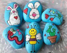 Creative DIY Easter Painted Rock Ideas 17 drawings for kids Creative DIY Easter Painted Rock Ideas 17 - Rockindeco Rock Painting Patterns, Rock Painting Ideas Easy, Rock Painting Designs, Pebble Painting, Pebble Art, Stone Painting, Diy Painting, Painted Rocks Craft, Hand Painted Rocks