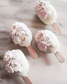 Pretty cake pops by for seen via Cake Pops, Pretty Cakes, Beautiful Cakes, Mini Cakes, Cupcake Cakes, Paletas Chocolate, Magnum Paleta, Croquembouche, Chocolate Roses