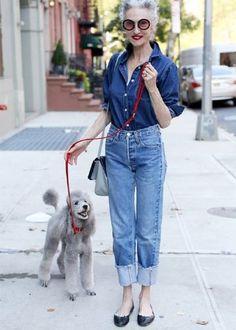 look all jeans com camisa chambray calça cintura alta reta