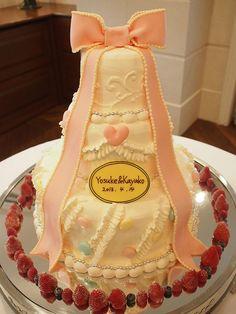 まるでWeddingベルのようなケーキです。