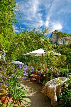 La Terrasse Provence, Luberon, Provence, South of France Spring ushers in temperatures ranging from 40 to 70 degrees, as well as blooming fields and greening trees. Luberon Provence, Provence France, Outdoor Rooms, Outdoor Gardens, Outdoor Living, Beautiful World, Beautiful Gardens, Beautiful Places, Amazing Places