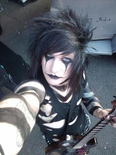 Can we just talk about Jinxx's eyes. Everybody's like omg Andy's are so pretty and they are but Jinxx's eyes are gorgeous