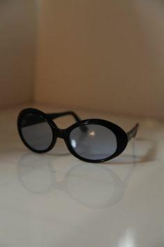 9cf62298c347 Vintage Collectible Black Tortoise. 70s Model. Oval Sunnies
